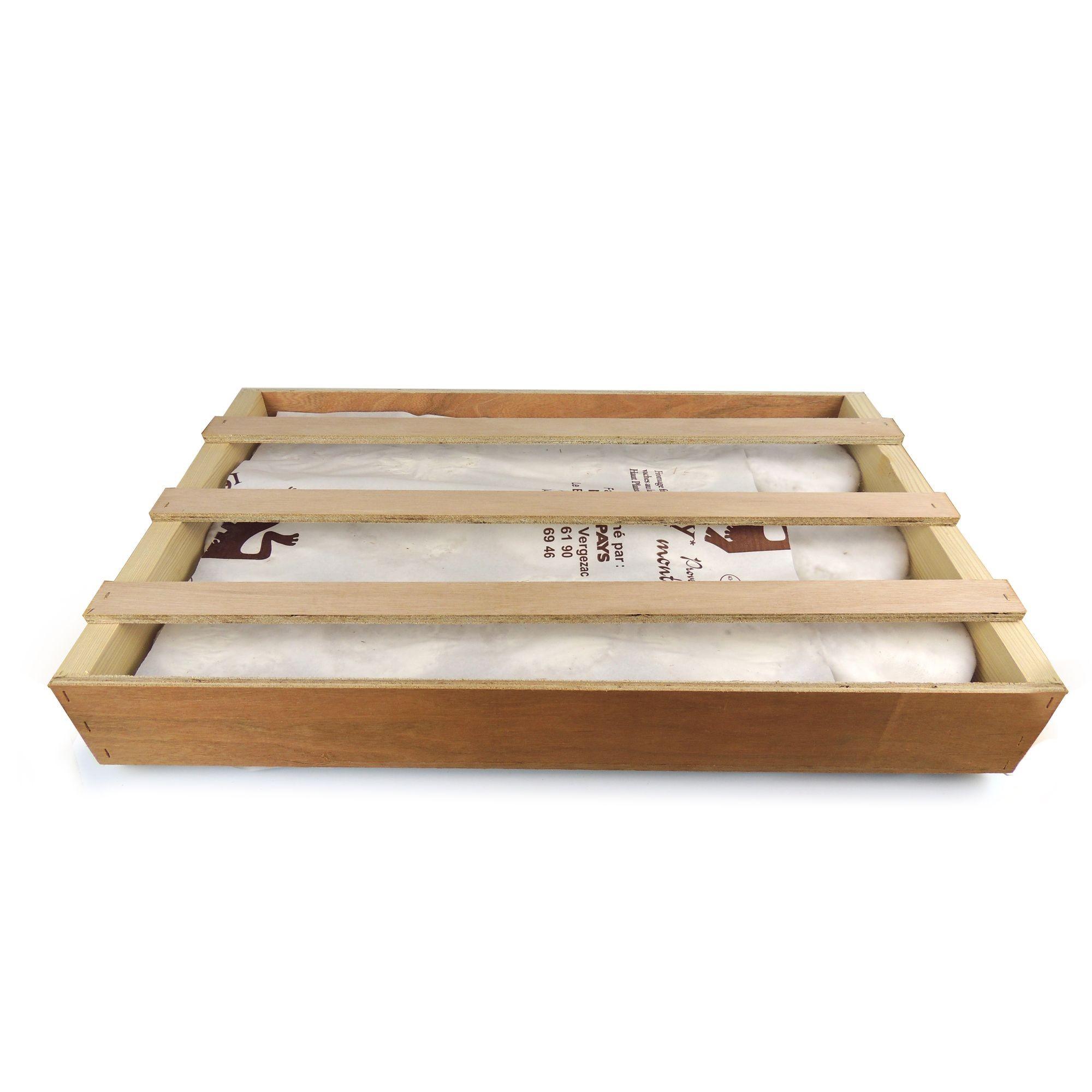 fromage artison fermier dans sa caisse en bois, fromagerie du velay